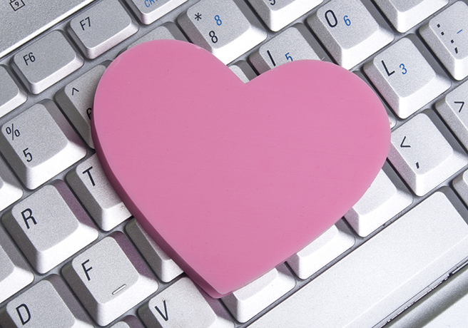 社内恋愛の恋人にプロポーズ! いつ上司に報告すればいい?