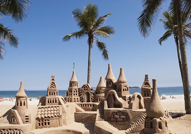 砂浜で彼女をお姫様に! 海外で話題の「砂のお城」でプロポーズ