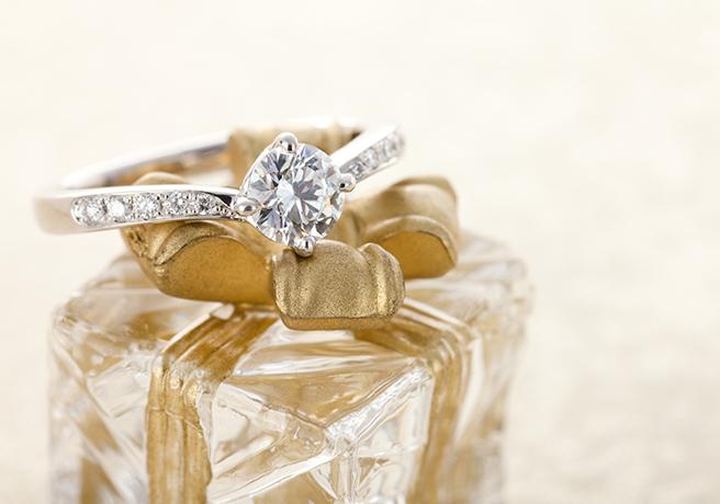 結婚式のムービーにも◎ カメラ付き指輪ボックスで撮るプロポーズ動画とは