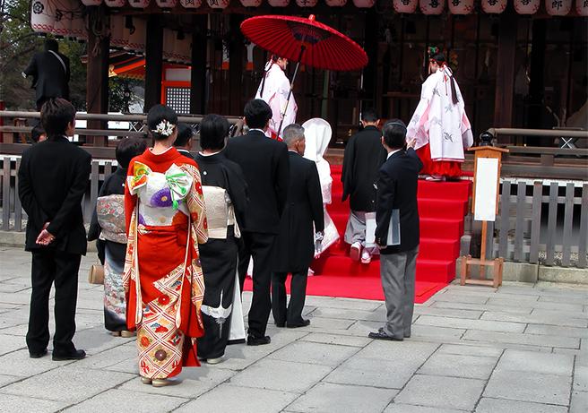 日本ならではの結婚式! 神に愛を誓う「神前式」の特徴と流れ