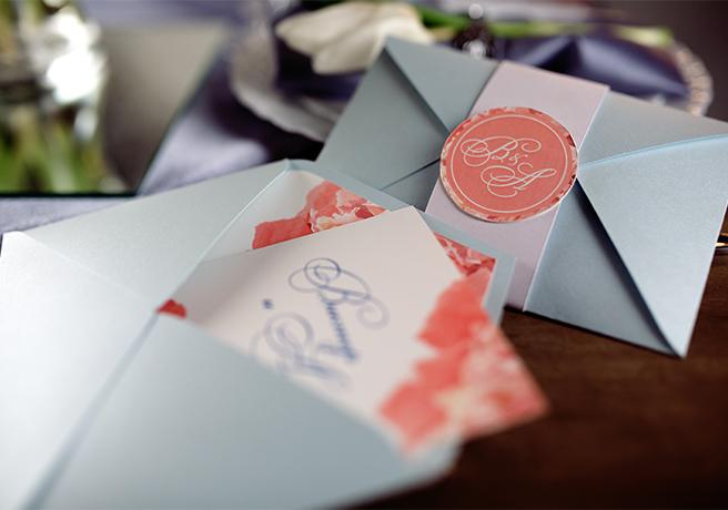 結婚式の招待状の出し方は? 覚えておくべきマナーは?