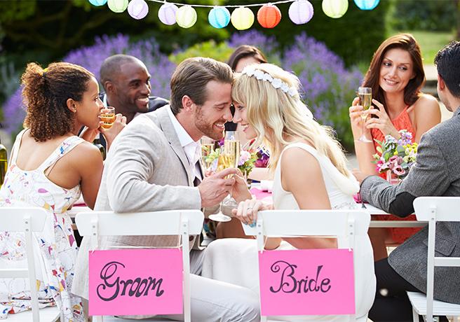 会費制結婚式を挙げる新郎新婦