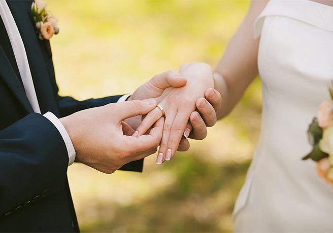 結婚式前に予習しておこう!「指輪交換」の正しいマナー