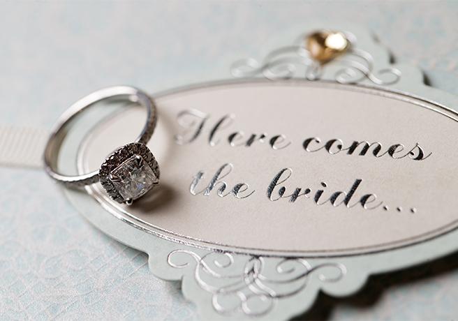 プロポーズに婚約指輪いる・いらない問題! 彼女の意志を確認する方法