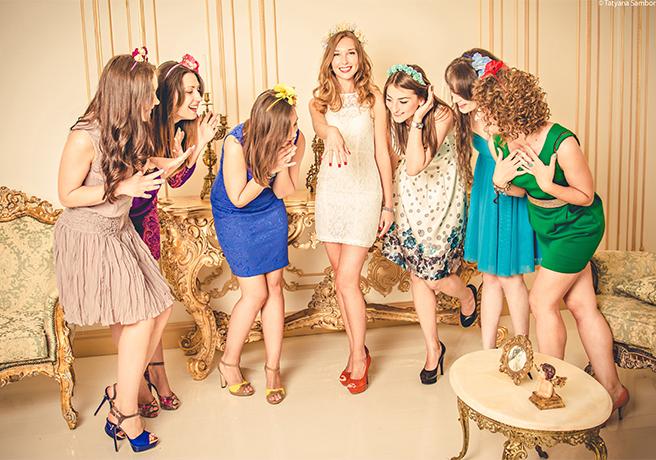 ドレスを身に纏った女性たち