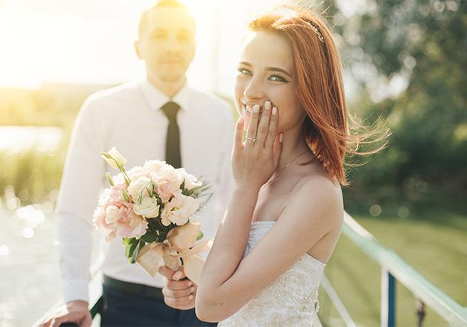 新郎から新婦へ! 結婚式当日のサプライズ演出6選