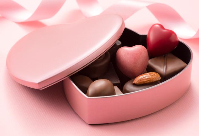 ハート形のうつわに入ったチョコレート